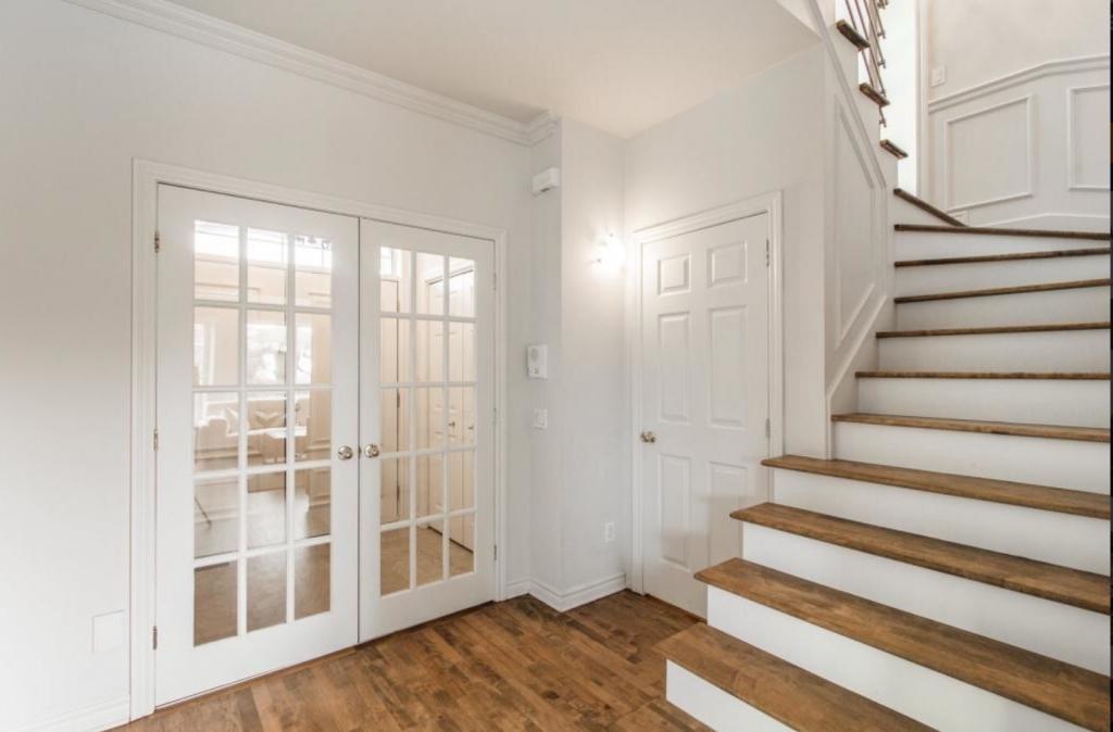 il ny a aucune dcoration les portes franaises sont jolies manon a t propritaire de la maison pendant environ trois ans - Maison Moderne Candiac