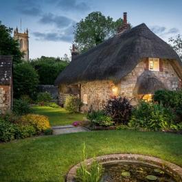 Ce petit cottage sort tout droit d'un conte de fées et vous pouvez même le louer!