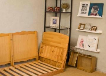 Cette mère récupère une vieille couchette de bébé pour en faire quelque chose d'indispensable dans son salon