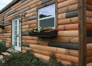 Ce petit chalet en bois rond est possiblement la maison mobile la plus mignonne jamais construite