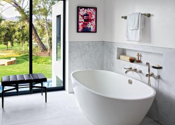 21 salles de bain de stars à voir! Celle de Jennifer Aniston ressemble à un spa exotique!!