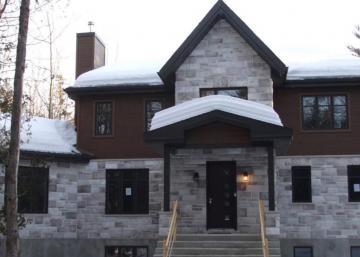 Reprise de finance!! Cette maison UNIQUE dans les Laurentides pourrait être à vous à petit prix!!