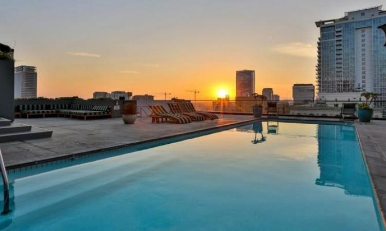 Visitez l'incroyable penthouse de Johnny Depp! L'acteur n'a pas peur des couleurs!