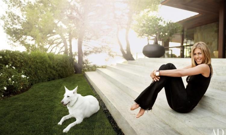 Jennifer Aniston a complètement transformé l'intérieur de cette maison des années 70!