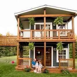 Vous aurez rarement été aussi ébahi par une maison pour enfants! Oui, elle a 2 étages!
