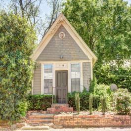 Cette maison à louer a 100 ans. Découvrez son intérieur surprenant de 400 pieds carrés!