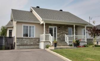 Cette superbe maison à vendre, possède 3 chambres à coucher et un décor au goût du jour; elle vaut le détour!
