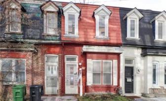 Payeriez-vous 749 000 $ pour cette maison en rangée? C'est l'intérieur qui surprend le plus!