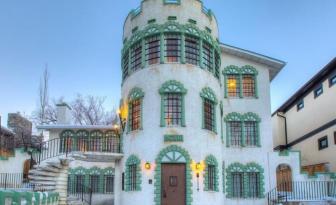 Les mots me manquent pour décrire cette maison qui est à vendre pour plus d'un million de dollars.