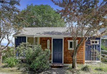 Autrefois une petite cabine de pêche anodine, ce cottage possède maintenant un intérieur de rêve!
