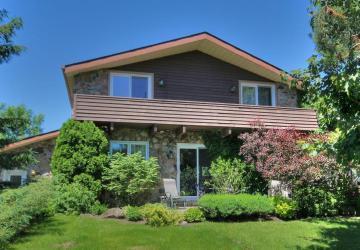 Prix révisé! Faites une offre! Cette maison entièrement repeinte et rénovée vous attend clé en main!