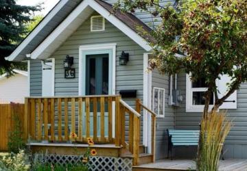 Ce cottage a été transformé avec un petit budget, beaucoup de détermination et d'amour.