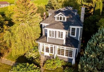 Découvrez l'intérieur de cette magnifique maison ancestrale de 1880 située au Québec; un vrai petit bijou.