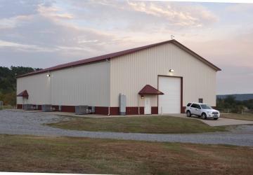 Ce bâtiment qui ressemble à un hangar est vraisemblablement une maison dont l'intérieur vous laissera bouche bée!