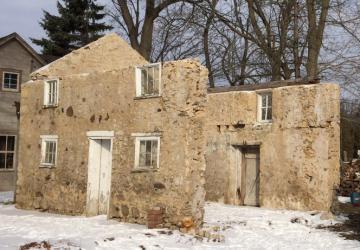 Avec beaucoup d'amour et de patience, un homme restaure ces ruines de 184 ans; même les gens de son village pensaient qu'il était fou de s'attaquer à un tel projet!