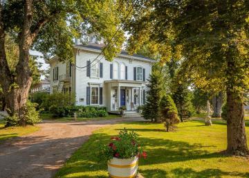 Vivez la vie de capitaine de navire dans cette élégante maison historique de 1865!