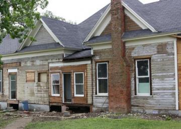 Un couple achète une vieille maison décrépie et la transforme en véritable chef-d'œuvre!