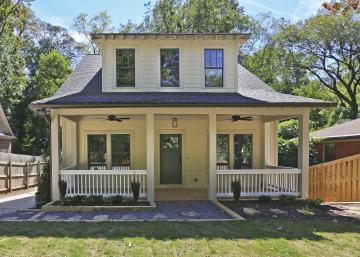 Cette petite maison de campagne possède un intérieur totalement différent qui surprend agréablement!