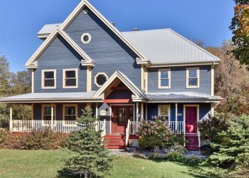 Cette splendide résidence vous en mettra plein la vue avec son intérieur et son prix, sous l'évaluation municipale!