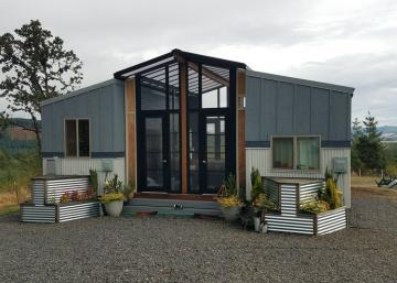 Combinez deux mini-maisons ensemble et le résultat est spectaculaire! Fallait y penser!