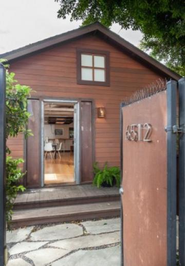 Voyez pourquoi cette tiny house d'une star de la télé s'est vendue à un prix complètement fou!