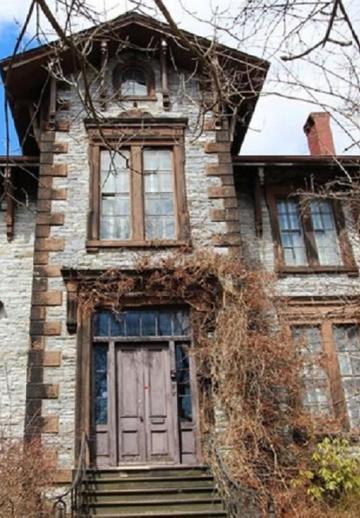 Ces 10 vieilles maisons à vendre nous semblent tout droit sorties d'un film d'horreur!