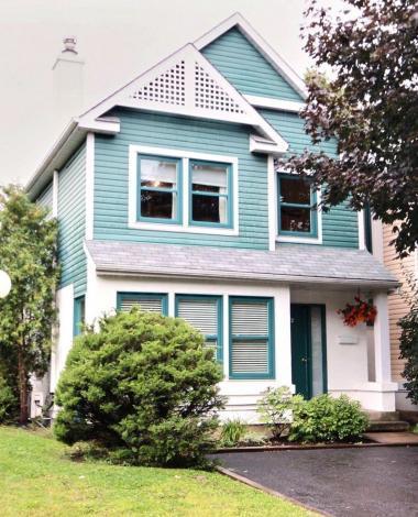 Découvrez l'intérieur de cette charmante maison à vendre de Longueuil.