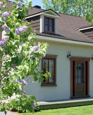 Visitez cette superbe maison ancestrale à vendre située sur un très grand terrain! À voir!