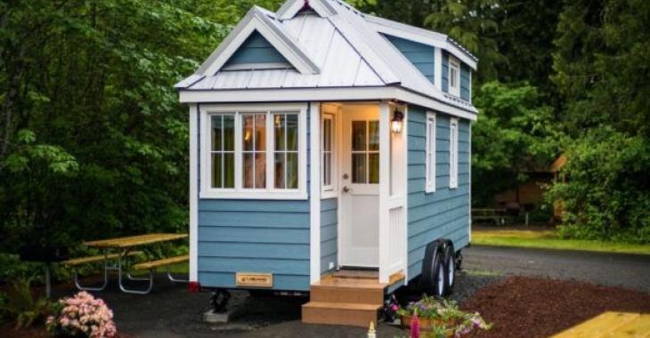 Cette mini-maison est si bien organisée qu'elle possède même 2 chambres à coucher dans 196 pieds carrés!