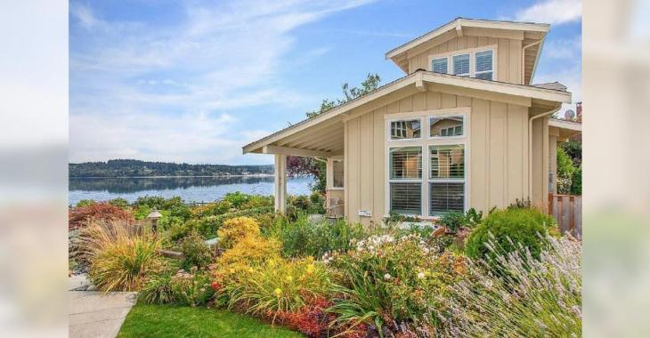 Qui ne rêve pas d'avoir une telle maison au bord de l'eau?