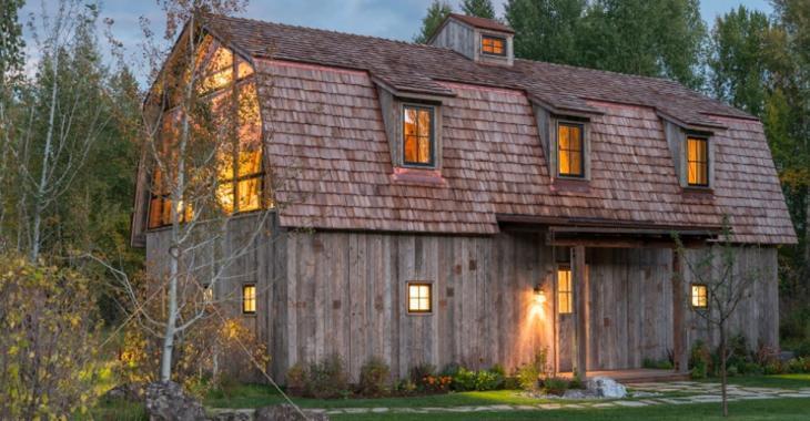 Comment trouvez-vous cette grange rustique qui sert aussi de maison d'invités?