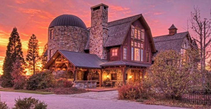 Cette propriété de 19.5 millions possède tout un intérieur mais c'est son cinéma maison qui retiendra votre attention!