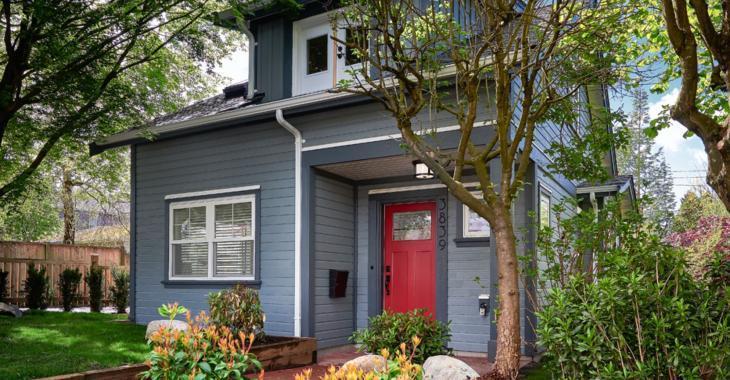 Vous aimez les décors contemporains? Cette petite maison de 950 pieds est tout simplement exquise!
