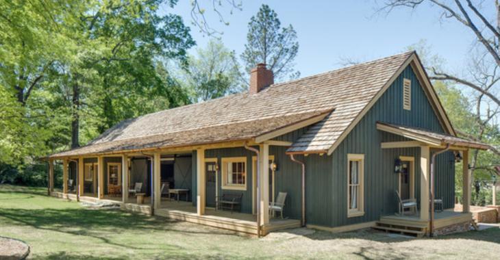 Pouvez-vous croire que cette superbe résidence est en fait une maison pour les invités?