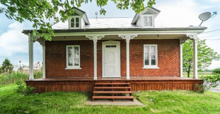 Magnifique et unique sur le marché! Une maison centenaire remise à neuf qu'il faut visiter!