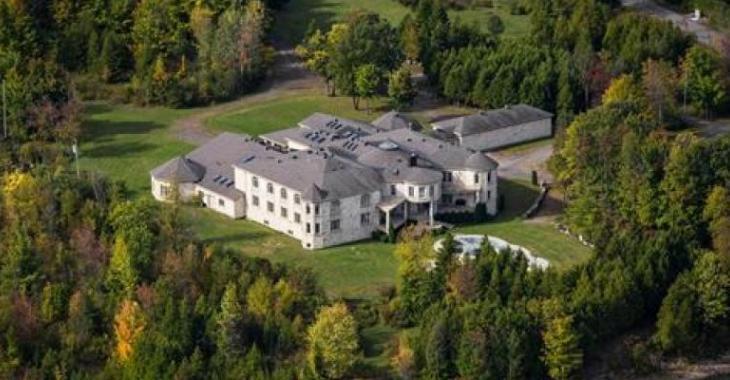 Ce superbe château à vendre à Montréal est hallucinant, attendez de voir la cuisine!