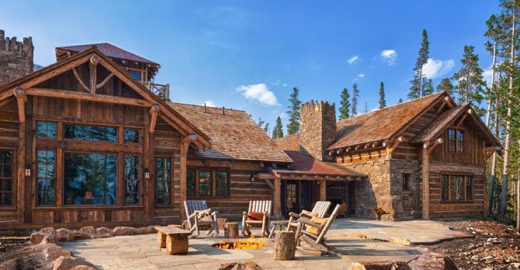Amateurs de chalets rustiques, vous en aurez plein la vue avec cette formidable résidence!