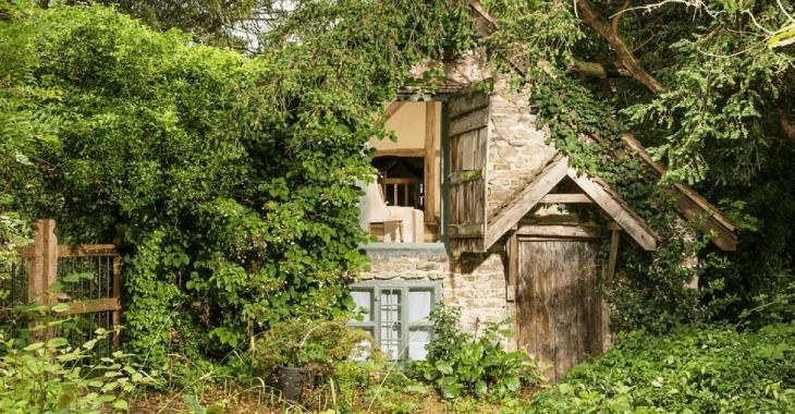 On dirait une vieille grange abandonnée mais quand on entre à l'intérieur on tombe sous le charme!