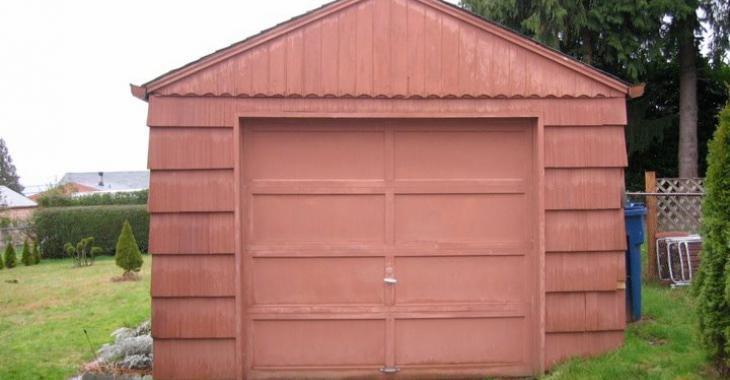 De garage ordinaire à petite maison sympathique; voyez l'incroyable transformation!