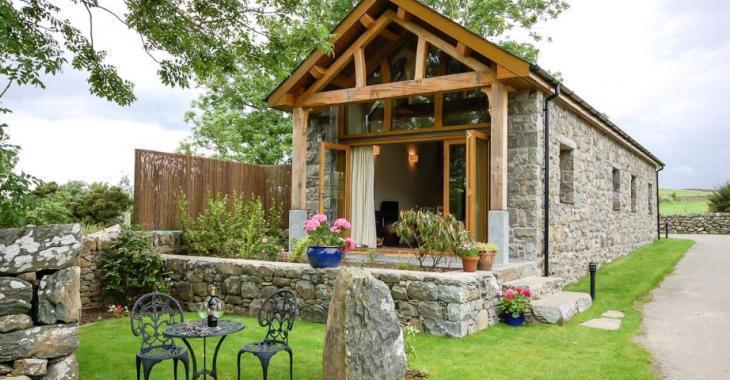 Ce vieux bâtiment de ferme a été transformé en une superbe résidence à louer!