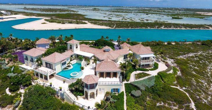 Le domaine des Îles Turques-et-Caïques du chanteur Prince sera mis aux enchères.