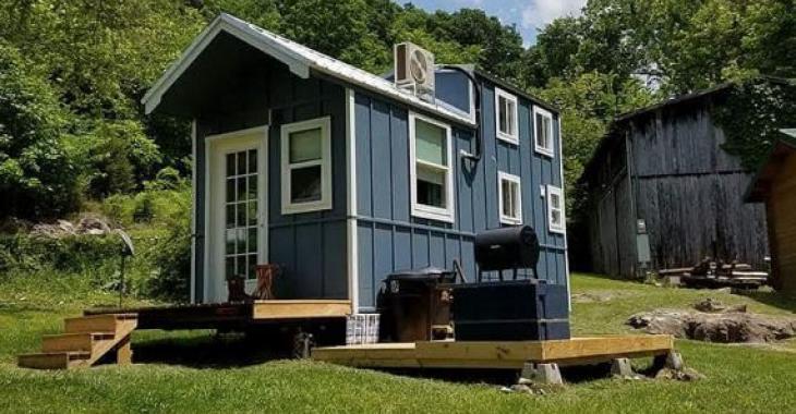 Ne trouvez-vous pas que cette petite habitation ferait une superbe maison pour les invités?