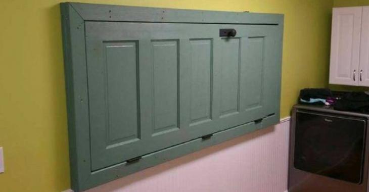 Elle fixe une porte au mur et nous montre une toute nouvelle utilisation à laquelle il suffisait de penser