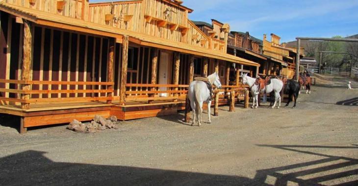 Pour 3 000 $ par mois devenez propriétaire d'un village western.