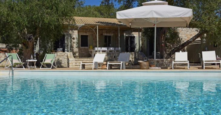 Ça vous dirait de vous évader dans cette belle maison située en Grèce?