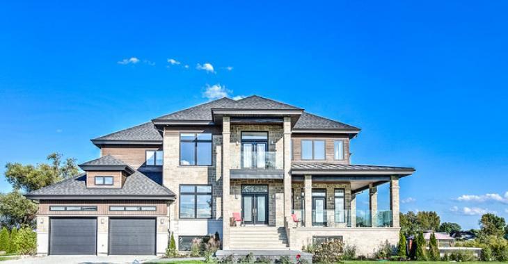 Magnifique, impressionnante, ravissante : découvrez l'intérieur de cette superbe résidence à vendre.