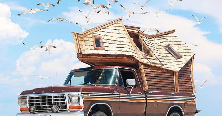 Un couple voyage à travers les États-Unis avec ce petit camion transformé.