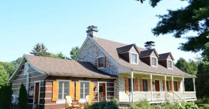 Cette magnifique maison ancestrale de 215 ans vous charmera avec son intérieur