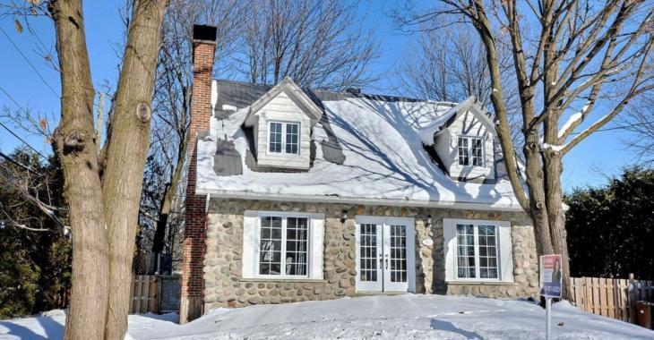 Cette maison à vendre vous offre un intérieur rénové au goût du jour