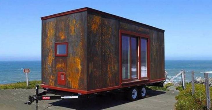 Ne vous fiez pas à l'extérieur rouillé de cette mini-maison